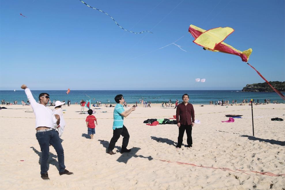 "<img src=""funny-kite-man.jpg"" alt=""Funny Kite Man"" />"