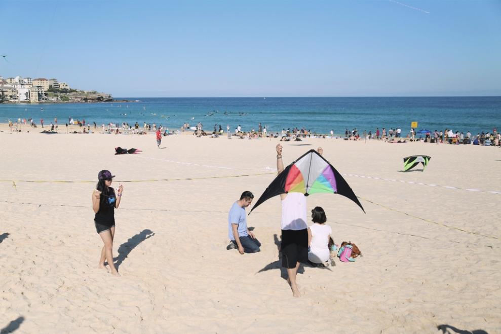 """<img src=""""kite-man.jpg"""" alt=""""Kite Man"""" />"""